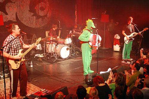 Hubert von Goisern - Brenna Tuats Tour 2012 - Concert Reviews